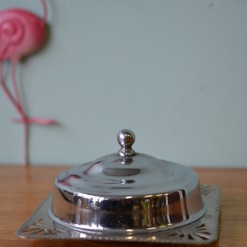 Condiment dish or butter dish made from metal