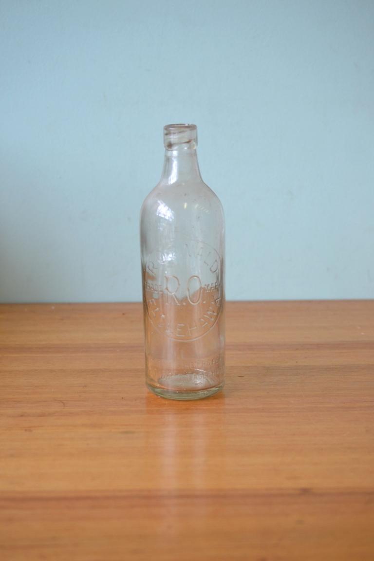 Vintage Old Bottle Oswald Eaglehawk M824 1947 Ballarat