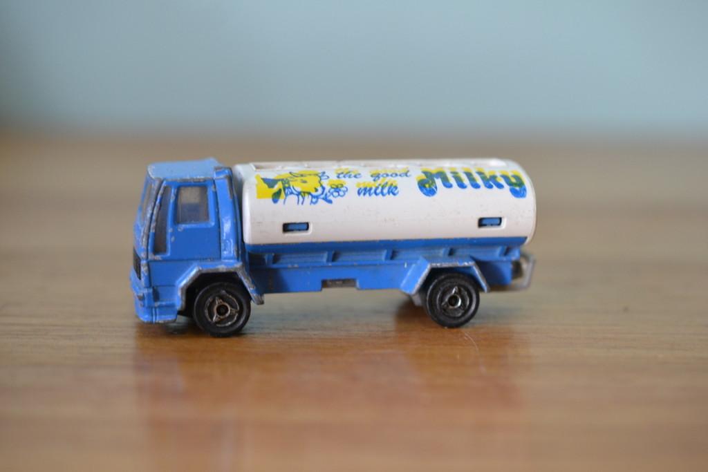 vintage dicast milk truck metal