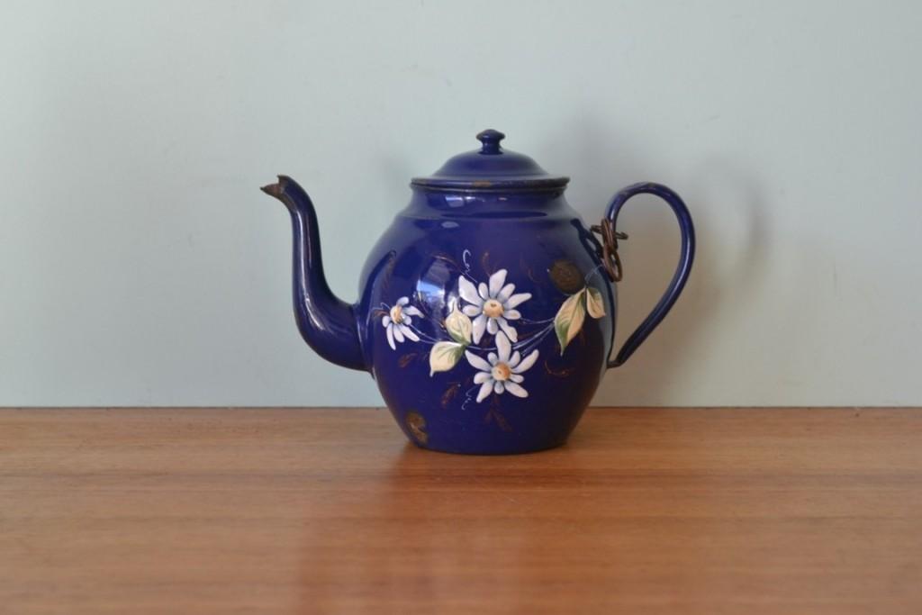 Vintage Retro blue flower enamel teapot