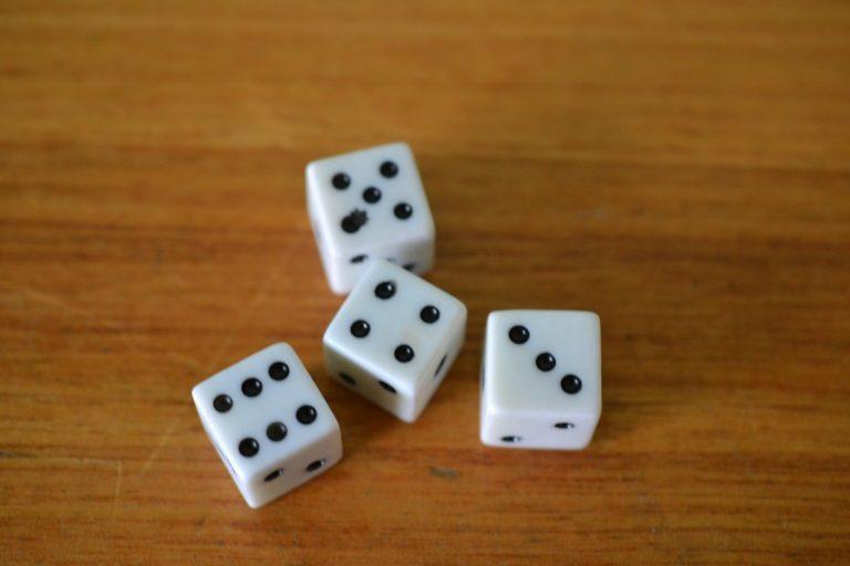 Vintage 4 x die dice white