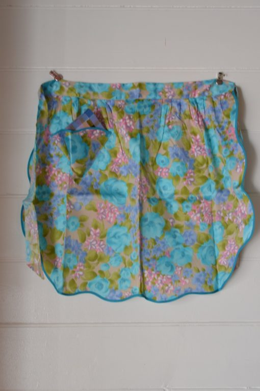 Vintage  blue pink apron retro flowers BNIB